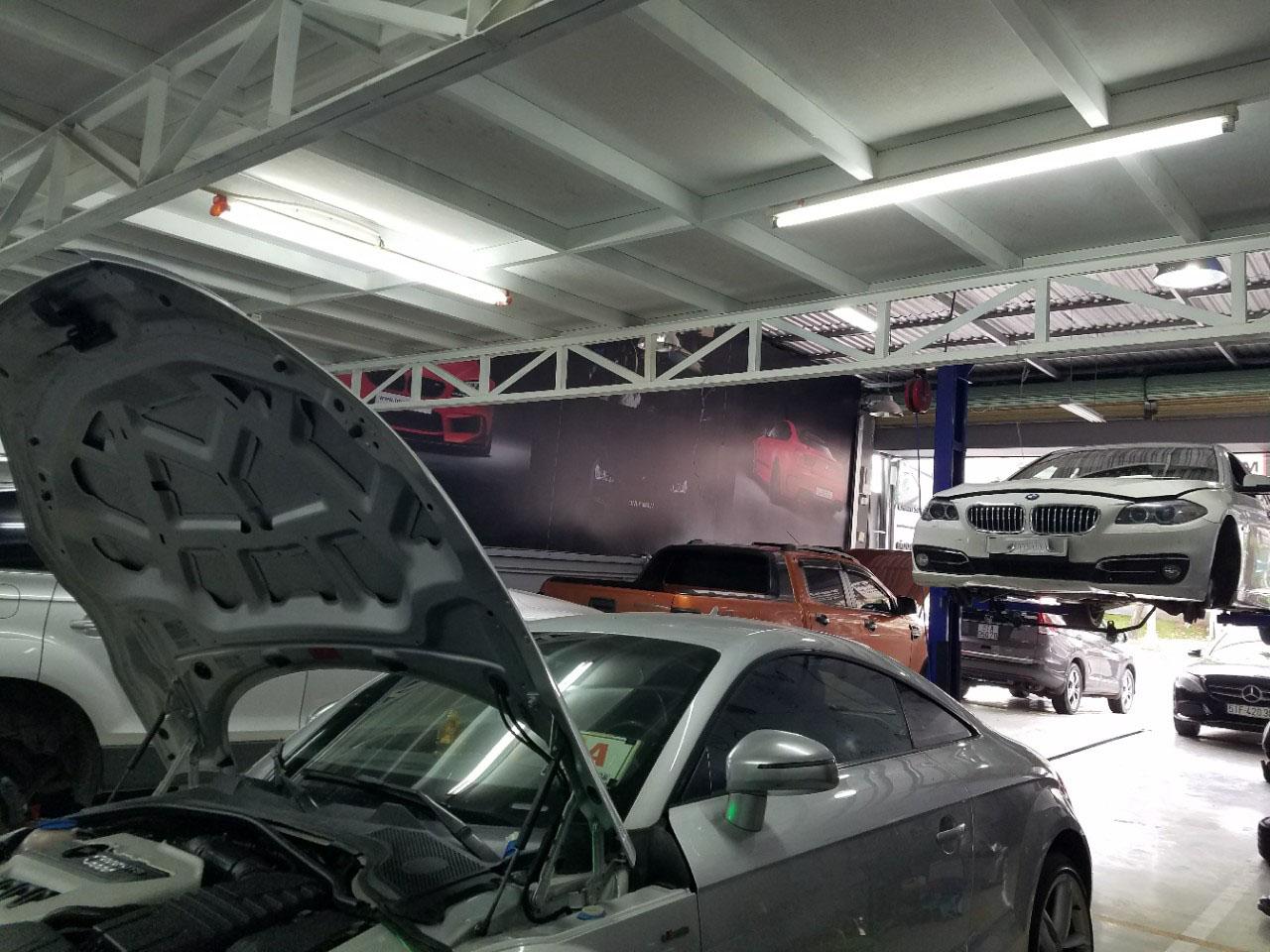 Garage chuyên bảo dưỡng và sửa chữa BMW